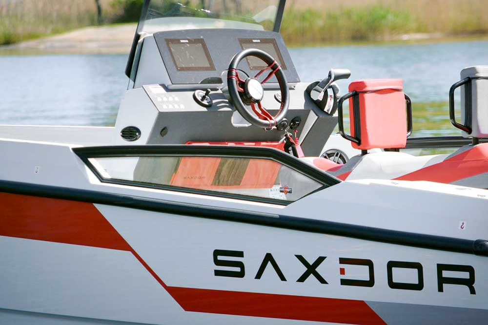 Saxdor Yachts -  Optional 200 Pro Sport – Optional Equipment - Side windows on deck